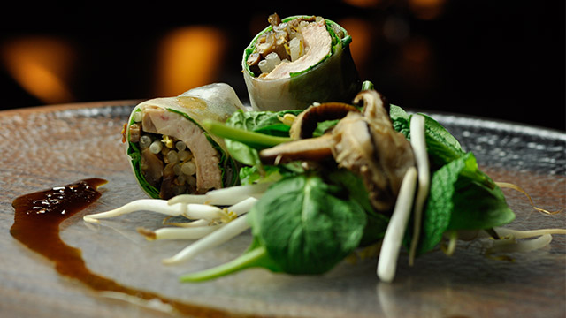 Rouleaux de printemps au porc laqué, épinards et shiitakes au gingembre