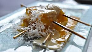 Brochette d'ananas grillé à la crème de coco-mangue