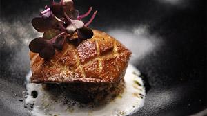 Foie gras poêlé sur carré aux dattes