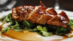 Poulet teriyaki sur légumes glacés au soya et coriandre fraîche