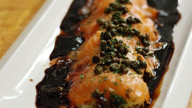 Capellinis de saumon, sauce teriyaki aux câpres