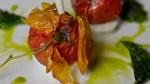 Tomate confite sur deux étages, Mozzarella di Bufala, injection de parmesan et huile de basilic frit