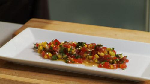 13_ajouter_salsa_assiette.jpg