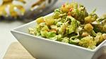 Salade de chou de Savoie, vinaigre de xérès, vanille, noisettes, ananas et cerfeuil