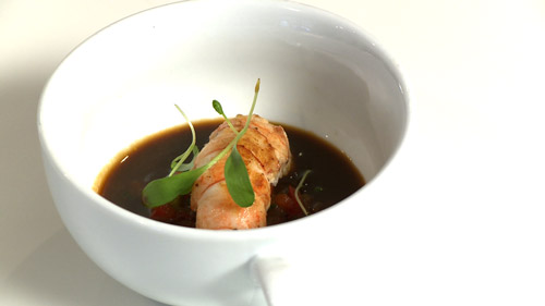 Langoustines caramlises, consomm et brunoise de lgumes