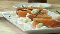 Saumon mariné tiédi au four, choux-fleurs et yogourt au citron et poivre