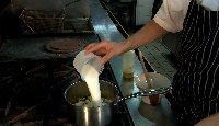 04_soupe_froide_de_courgette_lait.jpg