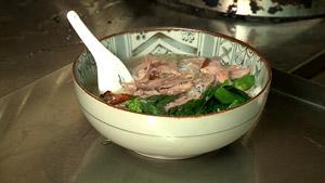 Soupe-repas au canard BBQ et brocolis chinois