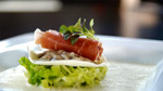 Huîtres en raviolis, chou frisé, jambon cru, émulsion au foie gras de canard