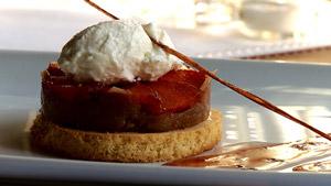Sablé breton fraise et rhubarbe, mousse au fromage blanc et sirop à la lavande du Québec