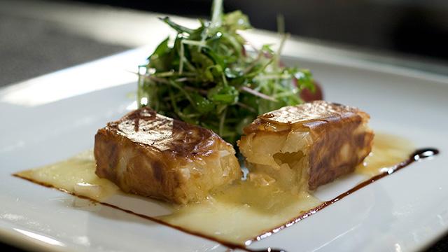 Brie de Portneuf chaud et croustillant aux pommes et sirop d'érable