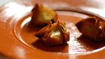 Feuilleté aux escargots, champignons, chocolat et thym