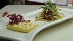 Crème au prosciutto, poires à cru, figues séchées et huile de noix