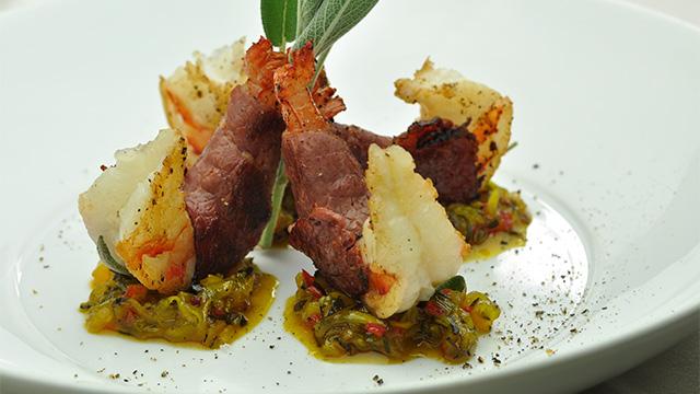 Crevettes à la sauge et viande fumée et relish de courgettes