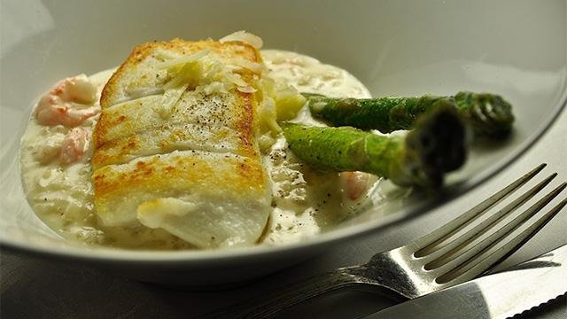 Filet de flétan, risotto au vieux cheddar et crevettes de Matane