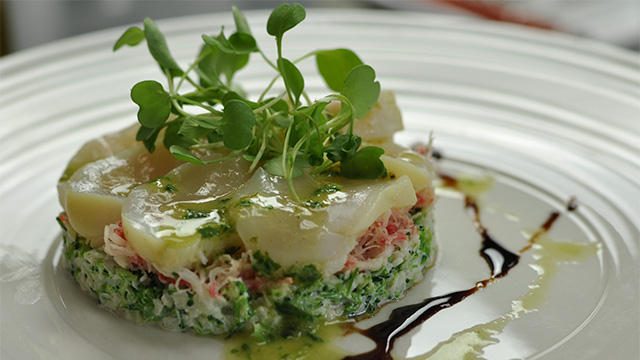 Semoule de broco-fleur au crabe des neiges et pétoncles marinés, vinaigrette au basilic