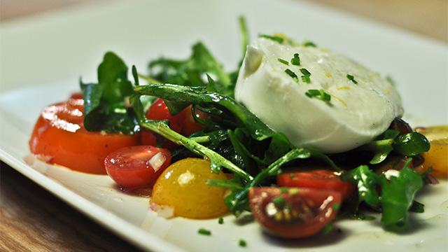 Tomates et mozzarella di Buffala à l'huile vanillée