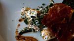 Pavés de foie de veau, salade d'asperges, cresson et pommes de terre à la crème sure, chips de serrano et vinaigrette truffe-noisette-balsamique