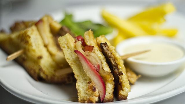 Club dessert au foie gras et pommes caramélisées
