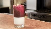 Panna cotta vanille lime en verrine avec sauce chocolat-framboise et pistaches rôties