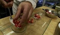08_ajouter_fraise_dans_assiette.jpg