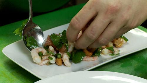 15_placer_salade_dans_assiette.jpg