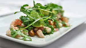 Salade de crevettes nordiques, pamplemousse, avocat et cœurs de palmier