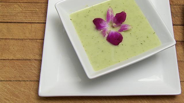 Soupe de courgette, poires et coriandre
