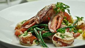 Salade de homard, vinaigrette au pamplemousse rose