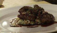 Steak de cœur d'agneau poêlé au vinaigre de xérès, écrasée de pommes de terre
