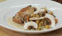 Cuisse de lapin confite, gnocchis de patates douces et sauce au foie gras