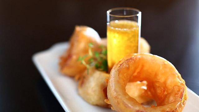 Recette beignets d oignon rouge la bi re chipie sss et trempette de miel et gingembre de - Pate a beignet a la biere ...