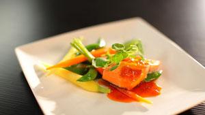 Filet de truite grillé et réduction de jus de carotte à l'hydromel
