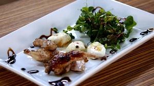 Salade de caille, copeaux de Zéphyr et vinaigrette au miel de fleur de sarrasin