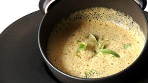 Curry de courge musquée au lait de coco, tofu, fèves de soya et coriandre