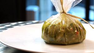 Papillote de morue façon «soupe au pistou», haricots marbrés et légumes croquants