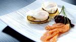 Oeufs pochés, blinis, tartare de betteraves et beurre citronné