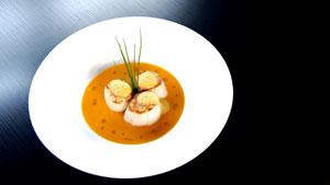 Saisie de pétoncles à la nage de jus de carotte et lime