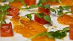 Omble chevalier mariné aux flocons d'érable et épices, salade tiède de melon et roquette