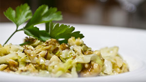 Spatzle sauté aux choux de Savoie, noix de Grenoble et gorgonzola