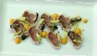 Thon albacore, champignons marinés, concombre, graines de nigelle