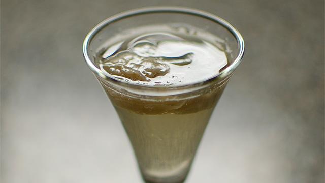 Shooter d'huître BeauSoleil au vin mousseux et gingembre frais