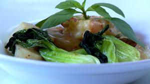 Crevettes et pétoncles au cari rouge thaï accompagnés de bok choy
