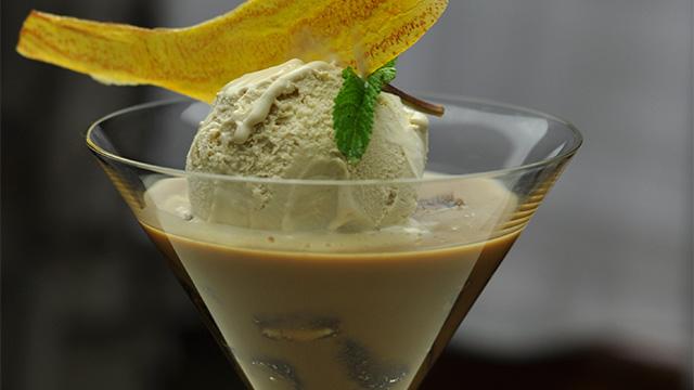 Cappuccino glacé, glace maison au Baileys et miettes de brownies