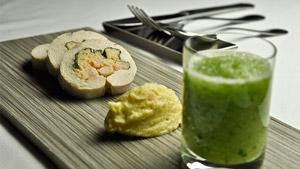 Rouelle de poulet, crevettes et épinards, jus de concombre et melon, polenta au lait de coco