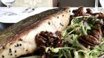 Pavé de saumon biologique, salade de jeunes pousses, vinaigrette sésame et orange