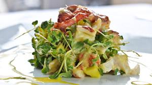 Salade de homard, mangue et lait de coco à l'émulsion de cantaloup et pastis