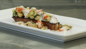 Salade de palourdes, bacon braisé et gnocchis de pommes deé terre