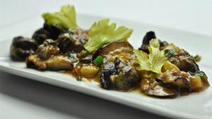 Poêlée d'escargots et shiitakes, bouillon à l'échalote