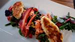 Salade tiède multicolore au homard et bar du Chili